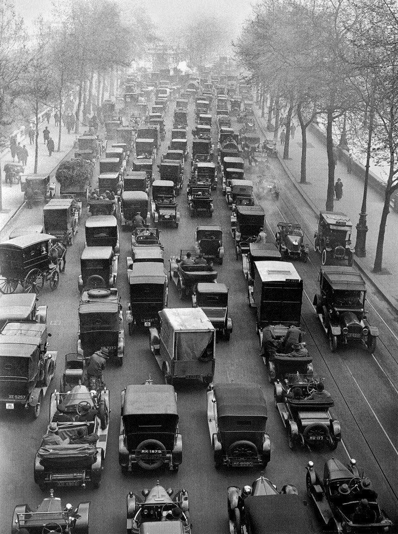 На набережной Thames Embankment в 1926 было стало, интересно, история, пробки, пробки в москве тогда и сейчас, факты, фото