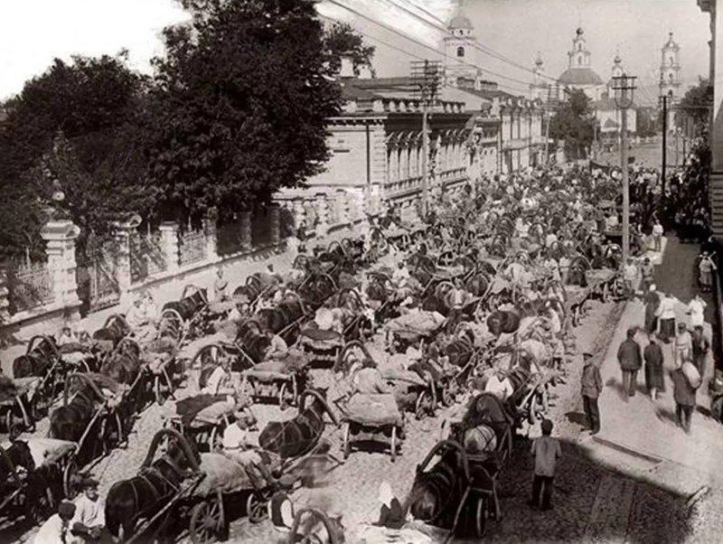 Интересно сравнивать пробки Москвы тогда и сейчас, это, например, 1923 год было стало, интересно, история, пробки, пробки в москве тогда и сейчас, факты, фото