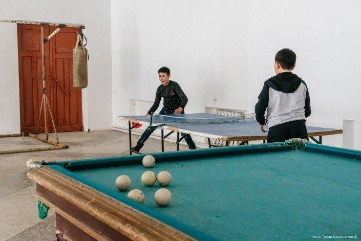 Помимо бильярда, здесь также можно поиграть в настольный теннис и отработать удары на боксерской груше. жизнь, за гранью, казахстан., ситуация, факт