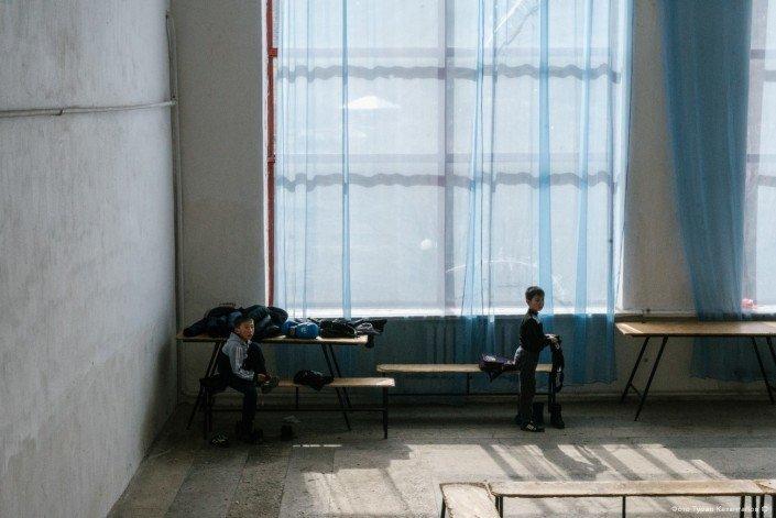 Ребята рассказали нам, что здесь есть секции бокса и футбола. жизнь, за гранью, казахстан., ситуация, факт