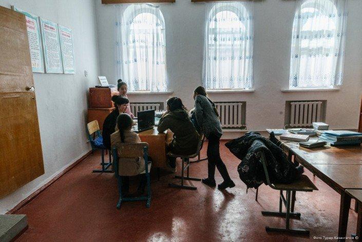 Также в клубе расположены библиотека  жизнь, за гранью, казахстан., ситуация, факт