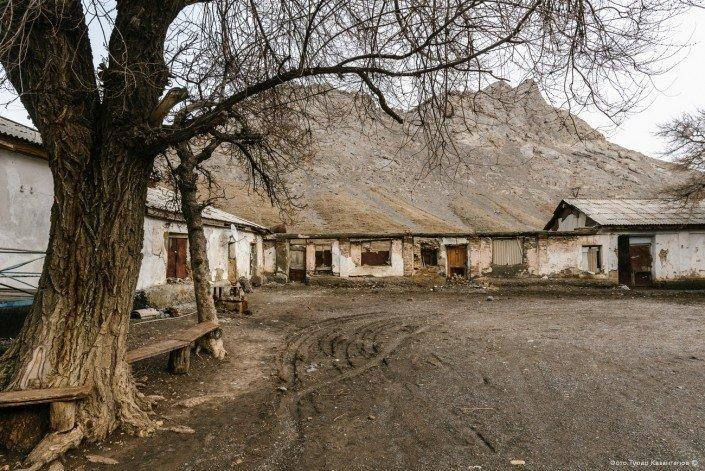 Рядом с тем местом, где когда-то жили японцы, теперь стоят дома ачисайцев. жизнь, за гранью, казахстан., ситуация, факт