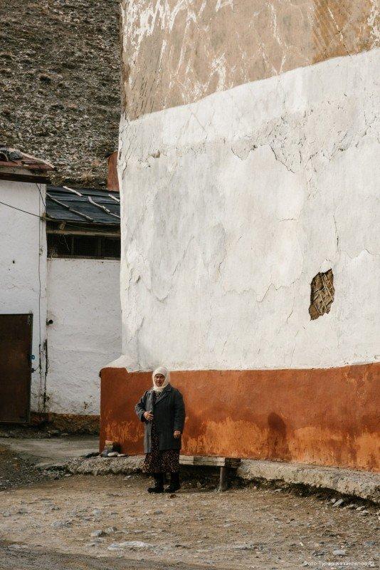 Получается, половина местных жителей, главным образом, пенсионеры и дети. жизнь, за гранью, казахстан., ситуация, факт