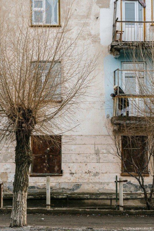 334 жителя имеют постоянное место работы, а 93 официально числятся безработными. жизнь, за гранью, казахстан., ситуация, факт