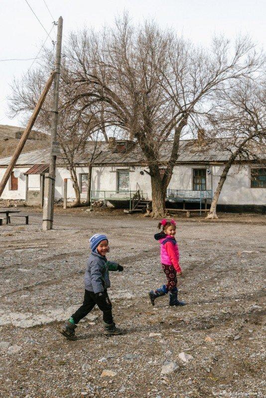 65 человек работают вахтовым методом, уезжая в другие регионы. А еще 756 человек — самозанятые. жизнь, за гранью, казахстан., ситуация, факт