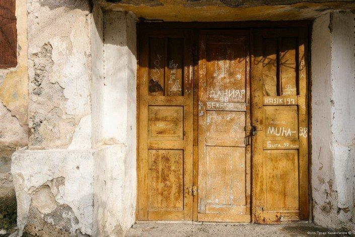 Всего в Ачисае 22 таких дома, в которых пустуют 123 квартиры. жизнь, за гранью, казахстан., ситуация, факт