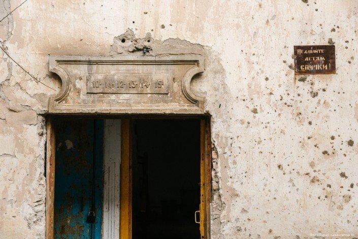 Надпись возле подъезда: «Не давайте детям спички». жизнь, за гранью, казахстан., ситуация, факт