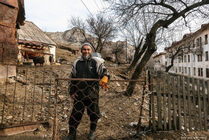 «Эй, Афганистан, Таджикистан!» — крикнул мужчина, стоящий на холме. жизнь, за гранью, казахстан., ситуация, факт