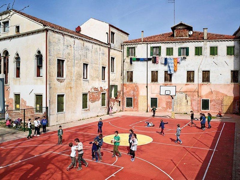 Ugo Foscolo Elementary School, Мурано, Венеция дети, игровые площадки, мир, путешествия, страны