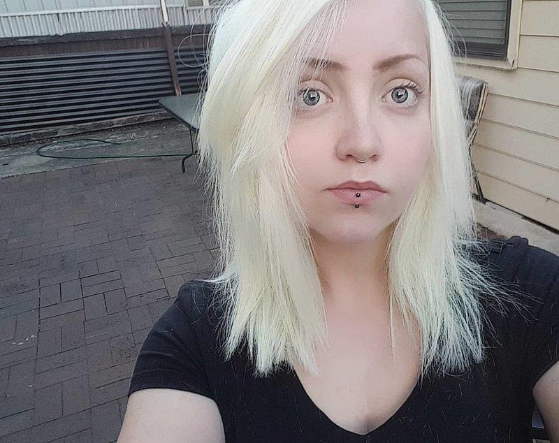 Эмбер уже давно экспериментирует с цветом своих волос. Она была и пепельной блондинкой в мире, волосы, животные, история, люди, попугай, цвет