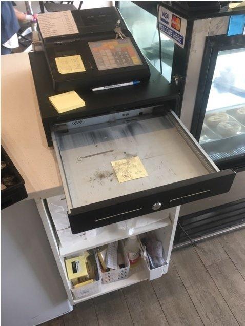 """""""Он вломился в кафе, где я работаю. Но вора встретила записка, которую я оставил в кассе"""" в мире, вор, записка, история, кража, люди"""