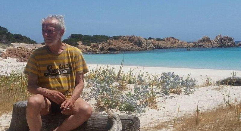 В 2016 году Национальный парк Маддалены попросил Моранди покинуть остров, но было подано ходатайство, и власти позволили отшельнику остаться   Буделли, Моранди, жизнь, италия, мир, остров, отшельник, фотография