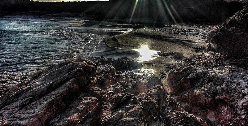 В 2013 году остров был куплен почти за три миллиона евро бизнесменом из Новой Зеландии, но национальный парк оспорил аукцион в суде  Буделли, Моранди, жизнь, италия, мир, остров, отшельник, фотография