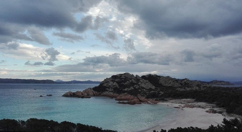 В зимние месяцы у смотрителя острова остается больше времени на фотографии и их редактирование  Буделли, Моранди, жизнь, италия, мир, остров, отшельник, фотография