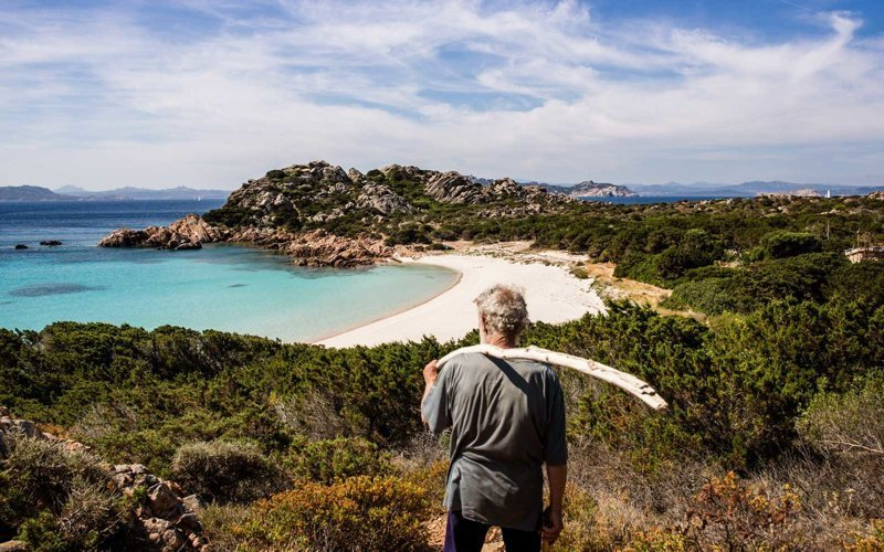 Вдали от толпы: снимки уединенной жизни 79-летнего отшельника на острове близ Сардинии Буделли, Моранди, жизнь, италия, мир, остров, отшельник, фотография