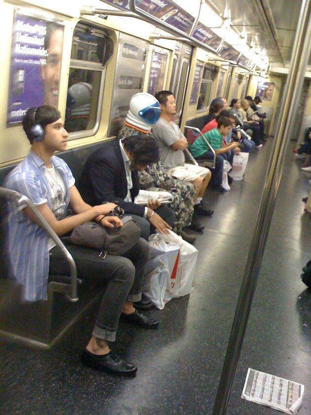 8. Незаметный имидж курьез, метро, странные люди, флеш моб, фрики, юмор