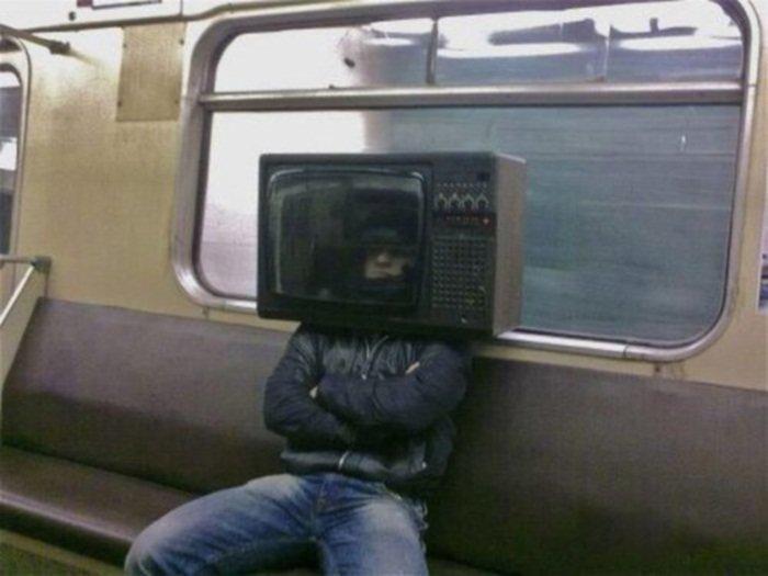 1. Интересно, как он дышит то? курьез, метро, странные люди, флеш моб, фрики, юмор