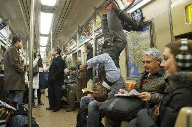 2. Отличный костюмчик курьез, метро, странные люди, флеш моб, фрики, юмор