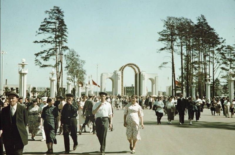 Первая версия Главного входа на ВДНХа 1950е СССР, ностальгия, улицы Москвы