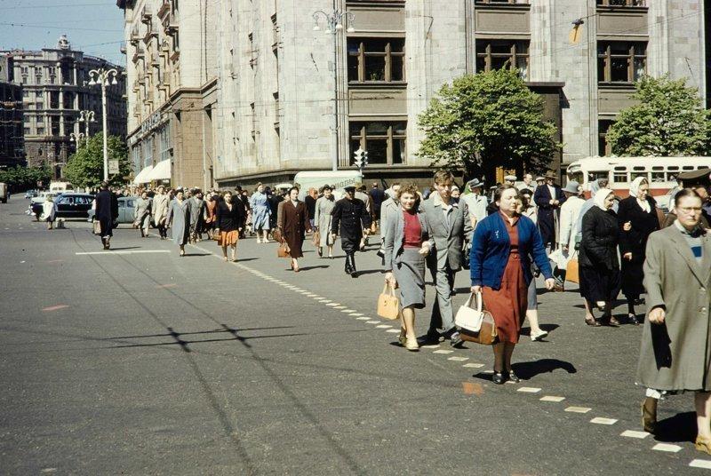 Переход через Охотный ряд. 1959 г СССР, ностальгия, улицы Москвы