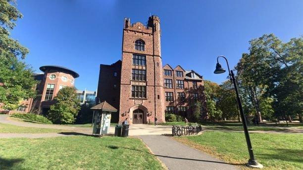В женском колледже запретили упоминать пол учениц Mount Holyoke, gender, ynews, колледж, обучение, студенты, сша