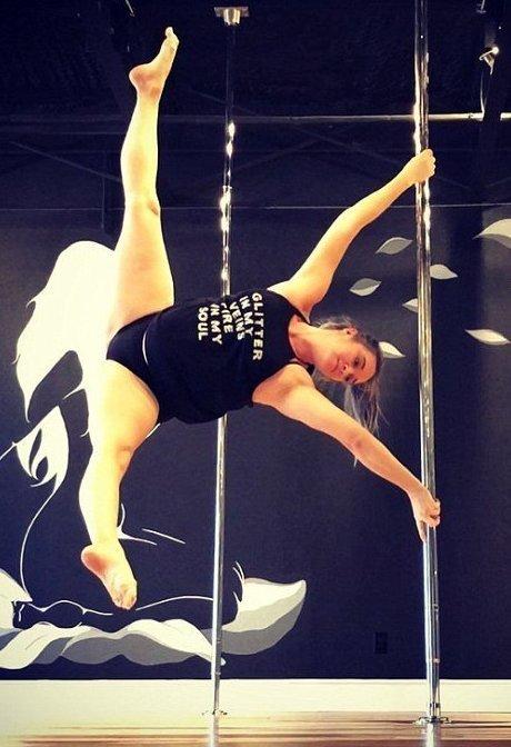 Танцовщица призналась, в третьем триместре танцевать стало сложнее беременная, беременность, женщина, пилон, танец, фото, шест