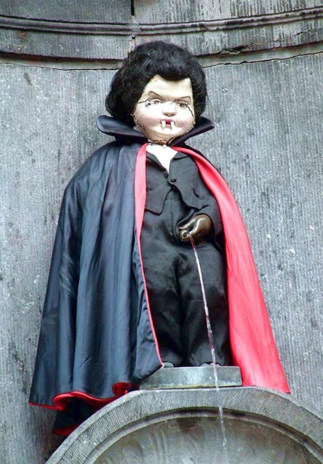 Статуя в костюме Дракулы Популярность, история, символ, скульптура
