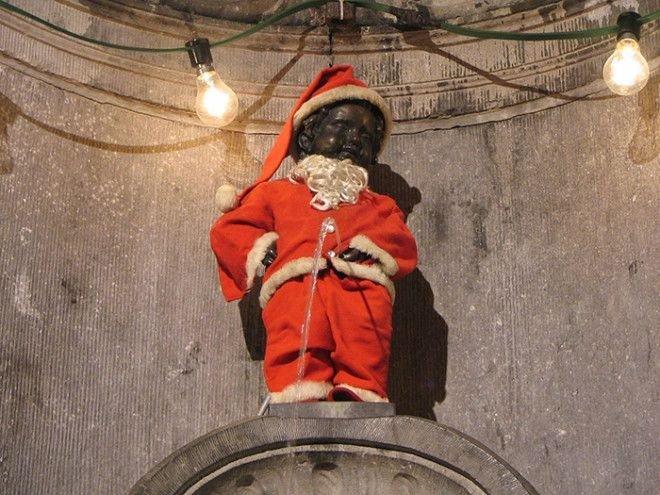 Писающий Санта Клаус Популярность, история, символ, скульптура
