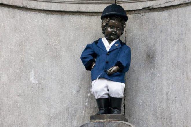 Писающий мальчик в форме жокея Популярность, история, символ, скульптура