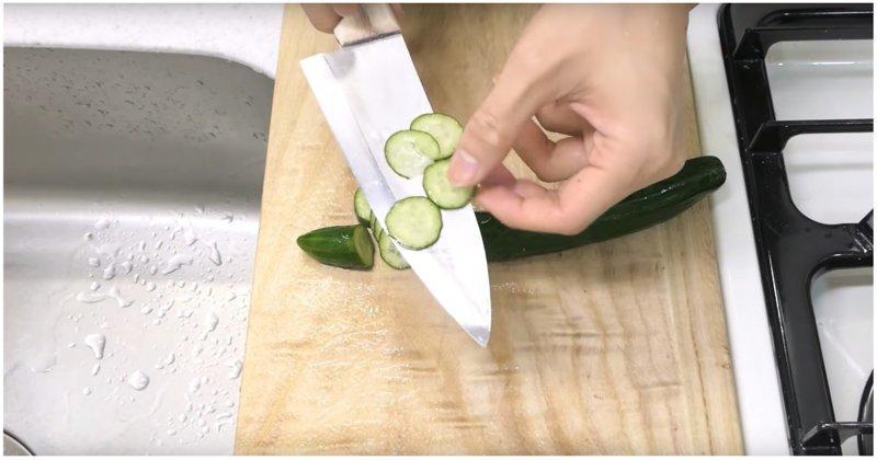 Японец сделал себе нож из обычной алюминиевой фольги алюминиевая фольга, видео, нож, прикол, своими руками, фольга, япония