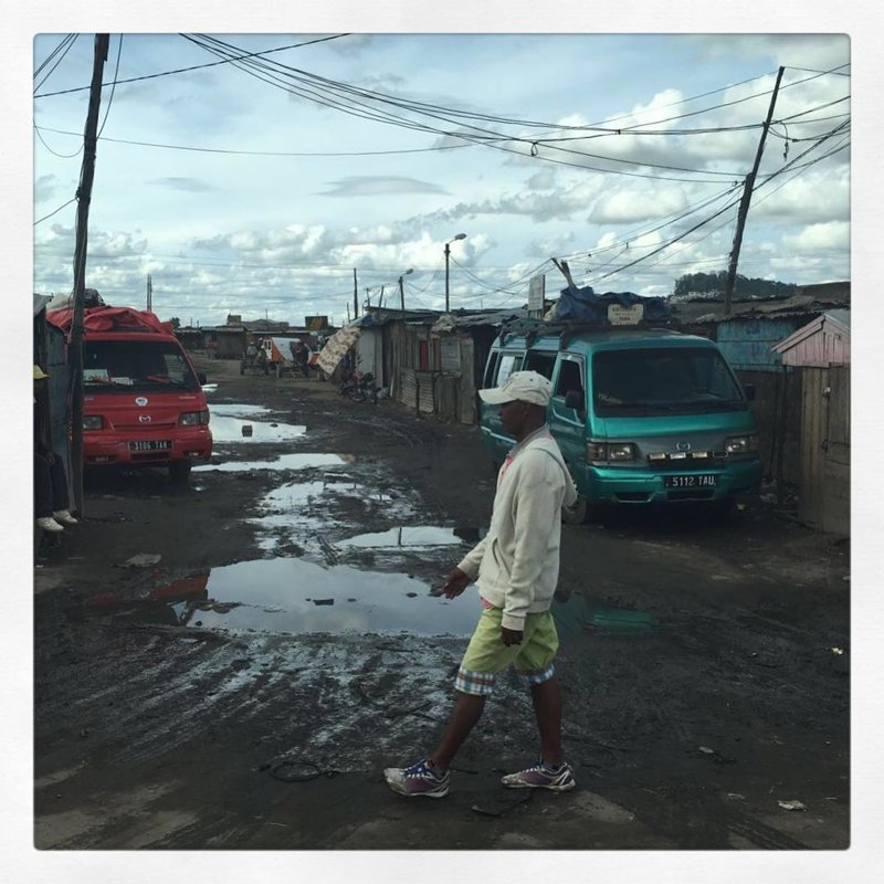Стоит отъехать из центра к окраине, как очутишься в полнейшей грязи и антисанитарии Антананариву, африка, беднейшие страны, города Мадагаскара, мадагаскар, путешествие, столица Мадагаскара, столицы