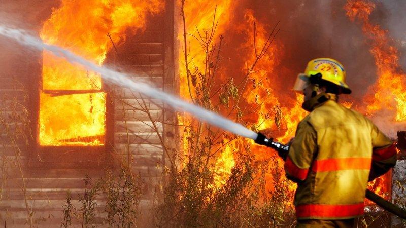 Как вести себя во время пожара в здании взрослым и детям? Это стоит знать ynews, возгорание, интересное, обж, пожар, техника безопасности, фото