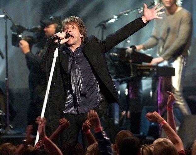 """Второе место рейтинга заняла композиция """"Livin' on a Prayer"""" группы Bon Jovi  Bohemian Rhapsody, Queen, исследование, машина, музыка, опрос, хит"""
