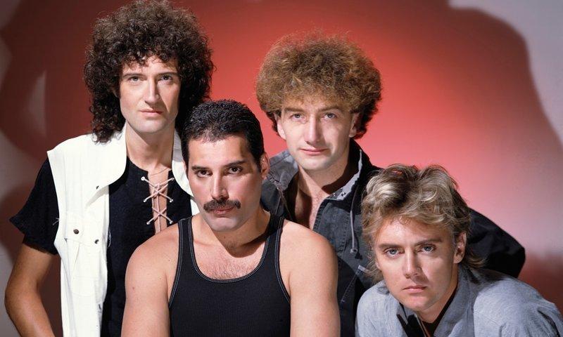 """""""Bohemian Rhapsody"""" рок-группы Queen признали самой популярной и часто исполняемой песней в поездках на машине Bohemian Rhapsody, Queen, исследование, машина, музыка, опрос, хит"""