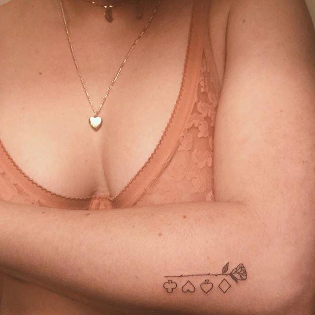 Татуировки - это женственно. Художница из Нью-Йорка продвигает феминистические тату в мире, люди, рисунок, тату, татуировка, феминистка, художница