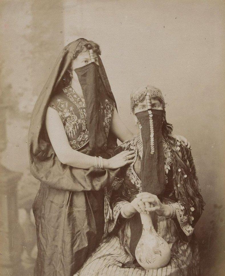 2. Арабские женщины в национальных костюмах  братья Зангаки, египет, интересно, история, фото