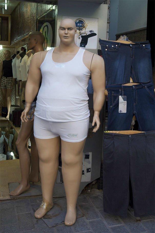 23. Есть проблемы с лишним весом жизнь, люди, магазин, манекен, сценка, фото, юмор