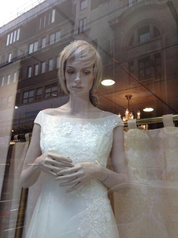 21. Не грусти! Свадьба - одно из самых запоминающихся событий в жизни каждой девушки жизнь, люди, магазин, манекен, сценка, фото, юмор