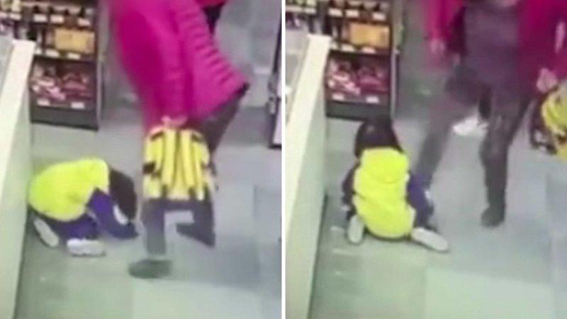 В Китае женщина жестоко избила свою внучку лишь за то, что та закапризничала в магазине бабушка, в мире, воспитание, дети, избиение, люди