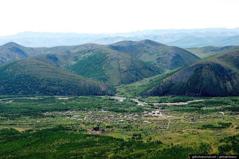 Якутский посёлок Усть-Нера: летний вид на полюс холода Усть-Нера, фоторепортаж, якутия