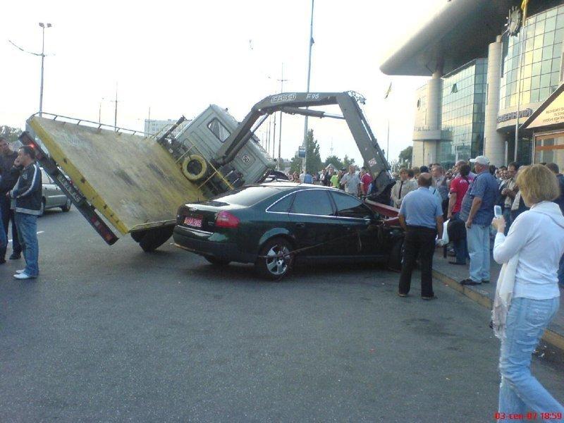 То будьте готовы вызвать эвакуатор (который тоже может упасть) авто, автомобилисты, морю, нелепые фото, прикол, случаи, фото
