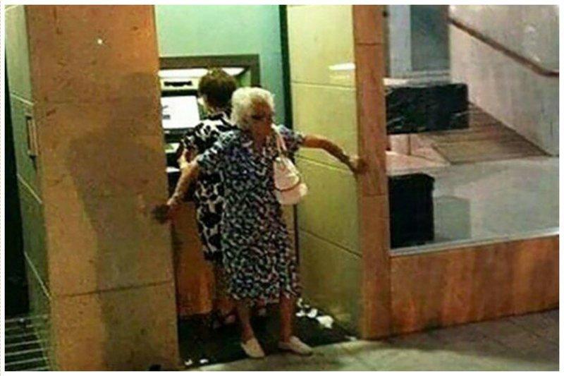математическая девушка модель работы банкомата