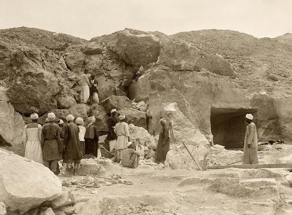 В 1915 году американские археологи, занимавшиеся раскопками некрополя Дейр-эль-Берши в Египте, обнаружили древнюю гробницу с частично разрушенным входом  в мире, люди, мумия, найка, находка, фбр