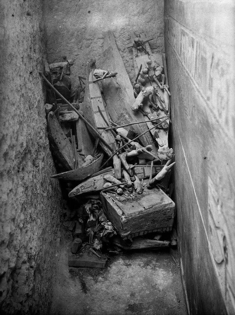 Это было захоронение номарха Джехутинахта и его жены, разграбленное охотниками за золотом и драгоценностями в мире, люди, мумия, найка, находка, фбр