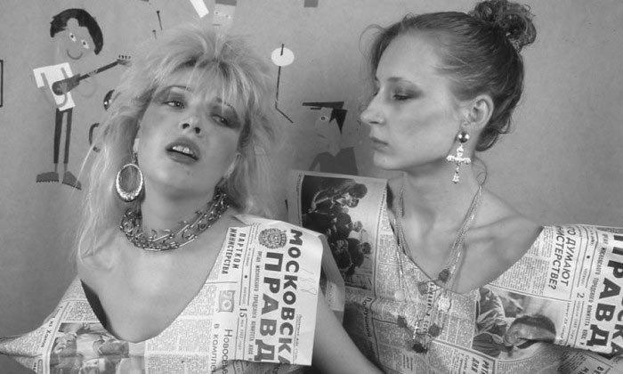 Одежда из газетной бумаги, 1987 год звезды, знаменитости, люди, музыканты, певцы, фотограф