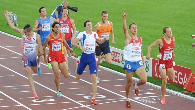 Почему спортсмены бегут против часовой стрелки? вопрос, ответ., хочу все знать