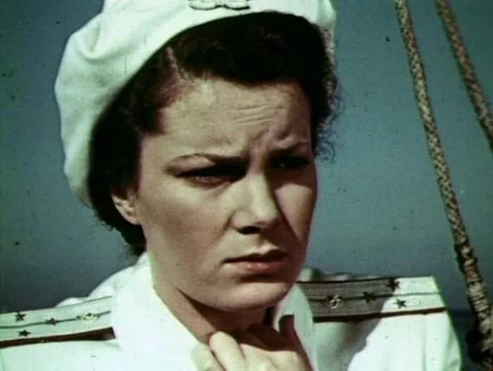 В мирные дни актриса, кино, народная артистка СССР