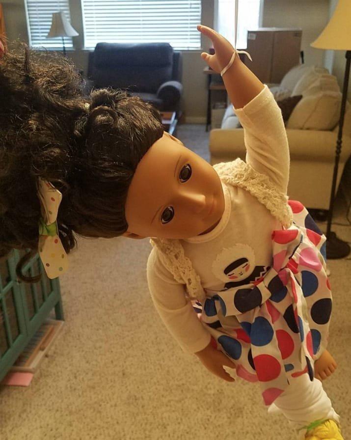 Мама жалуется: любимая игра дочки - сбросить куклу с лестницы, со второго этажа дети, детские игры, забавно, играли в гестапо, маленькие детки, малыши со странностями, смешно и страшно, страшная сказка