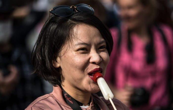 Тысячи гостей посетили японский праздник железных пенисов Фестиваль, кавасаки, канамара мацури, необычный праздник, удивительные святыни, фестиваль железных пенисов, храмовый праздник, япония