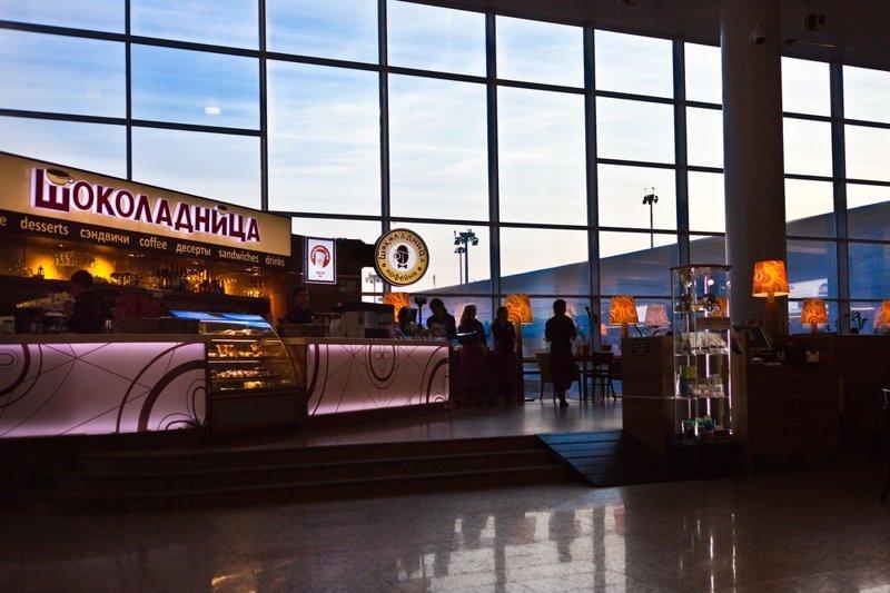 Пассажиров в московских аэропортах пообещали кормить за разумные деньги ynews, аэропорт, бургер кинг, му-му, новости, снижение цен, шоколадница